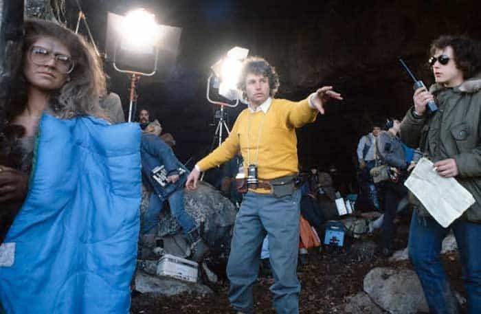 Jean-Jacques Annaud en el set de En busca del fuego